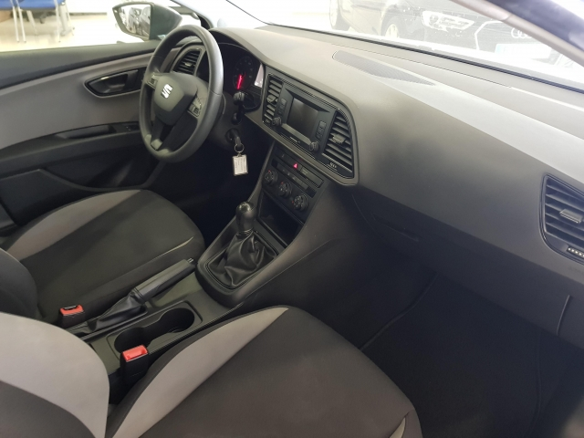 SEAT LEON 1.2 TSI 110cv StSp Reference 5p. for sale in Malaga - Image 7