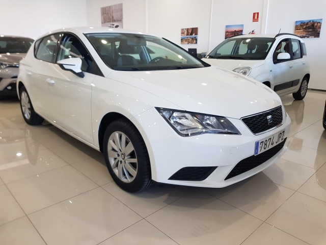 SEAT LEON 1.2 TSI 110cv StSp Reference 5p. for sale in Malaga - Image 1