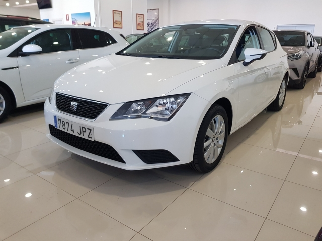 SEAT LEON 1.2 TSI 110cv StSp Reference 5p. for sale in Malaga - Image 2