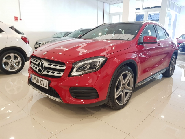 MERCEDES BENZ GLA  180 AMG for sale in Malaga - Image 2