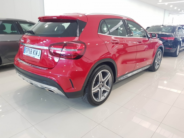 MERCEDES BENZ GLA  180 AMG for sale in Malaga - Image 4