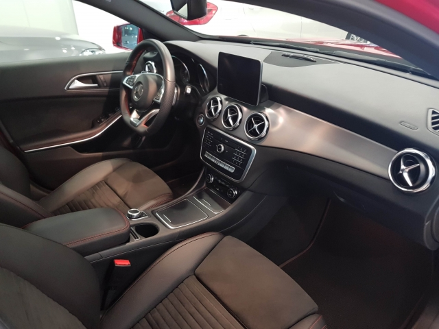 MERCEDES BENZ GLA  180 AMG for sale in Malaga - Image 8