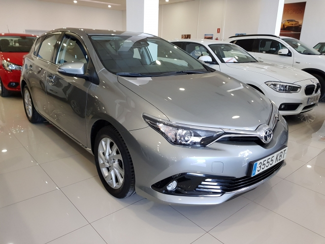 TOYOTA AURIS  1.2 120T ACTIVE PACK ACTIVE5p. for sale in Malaga - Image 1