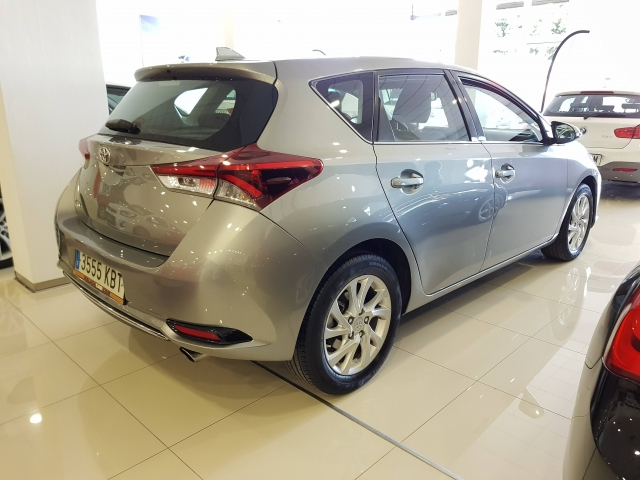 TOYOTA AURIS  1.2 120T ACTIVE PACK ACTIVE5p. for sale in Malaga - Image 4