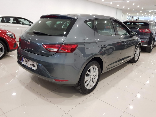 SEAT LEON  1.2 TSI 110cv StSp Reference 5p. for sale in Malaga - Image 4