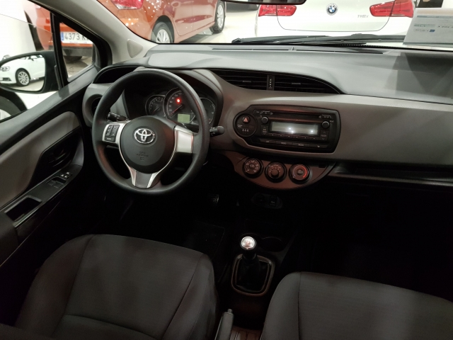 TOYOTA YARIS  70 CITY 5p. for sale in Malaga - Image 6