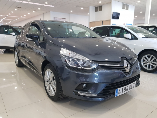 RENAULT Clio  Limited TCe 66kW 90CV 5p. for sale in Malaga - Image 2
