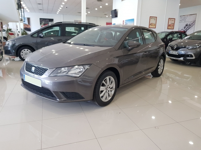 SEAT LEON 1.2 TSI 110cv StSp Reference 5p. used car in Malaga