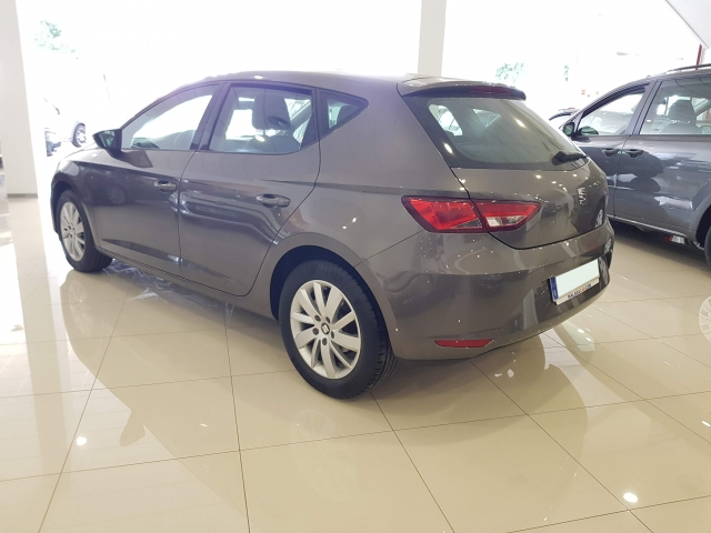 SEAT LEON 1.2 TSI 110cv StSp Reference 5p. for sale in Malaga - Image 3