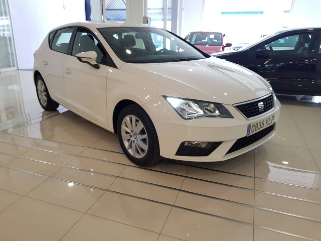SEAT LEON 1.2 TSI 81kW StSp Reference Plus 5p. for sale in Malaga - Image 1