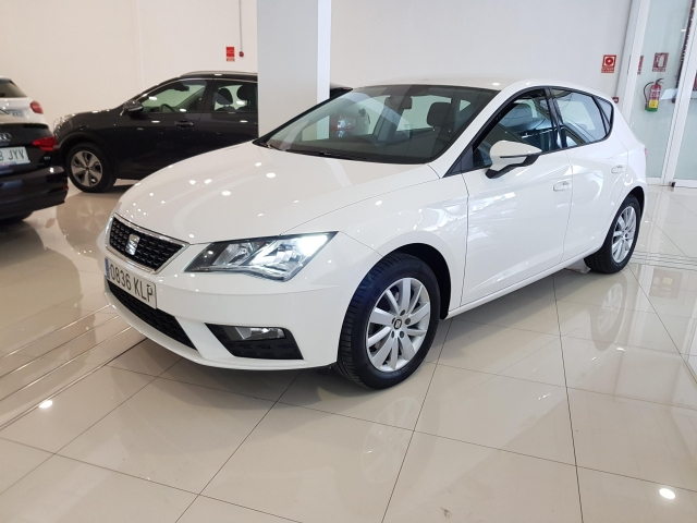SEAT LEON 1.2 TSI 81kW StSp Reference Plus 5p. for sale in Malaga - Image 2