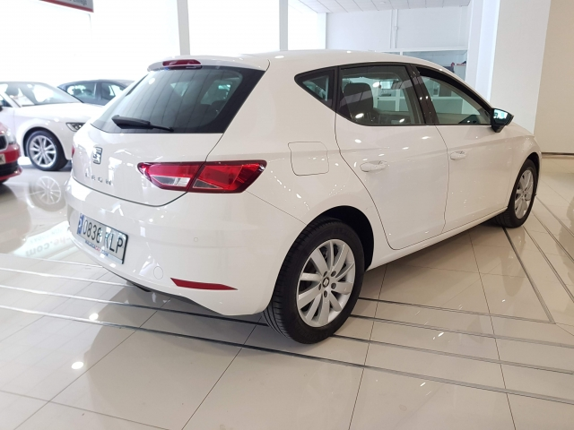 SEAT LEON 1.2 TSI 81kW StSp Reference Plus 5p. for sale in Malaga - Image 4