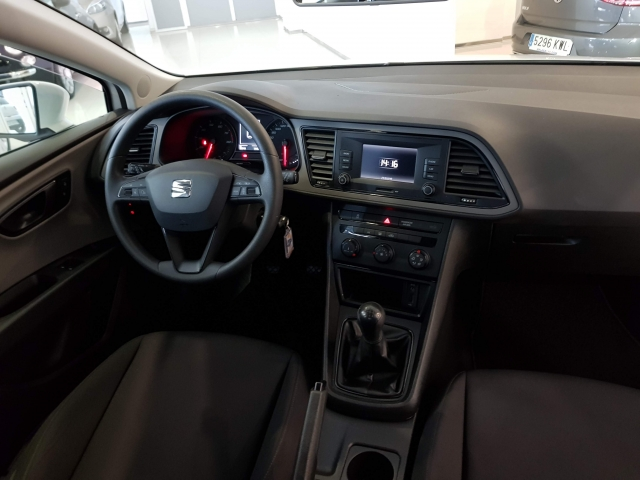 SEAT LEON 1.2 TSI 81kW StSp Reference Plus 5p. for sale in Malaga - Image 6