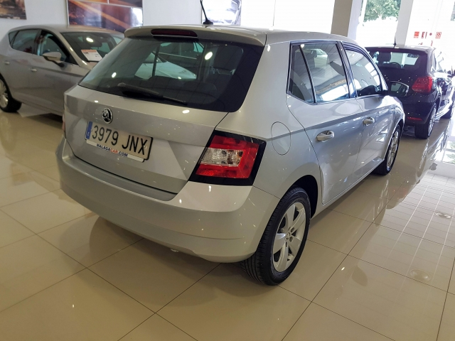 SKODA FABIA  1.0 MPI 75cv Ambition 5p. for sale in Malaga - Image 4
