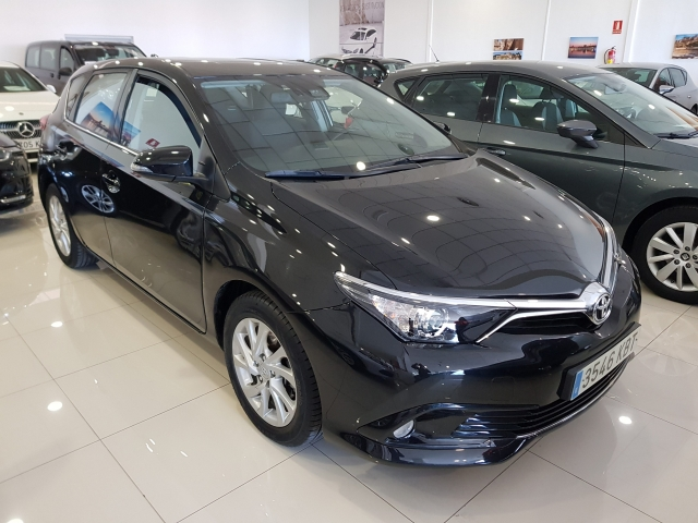 TOYOTA AURIS  1.2 120T Active 5p. for sale in Malaga - Image 1