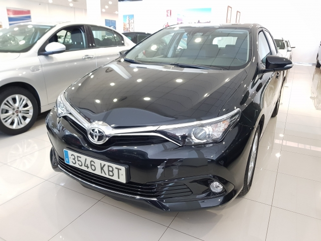 TOYOTA AURIS  1.2 120T Active 5p. for sale in Malaga - Image 2
