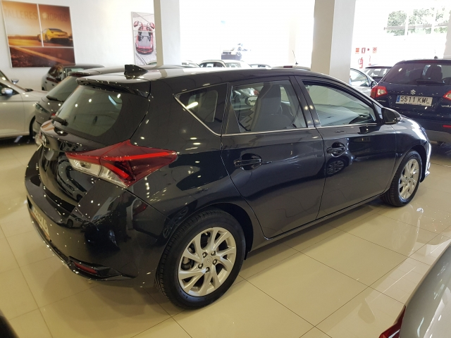 TOYOTA AURIS  1.2 120T Active 5p. for sale in Malaga - Image 4