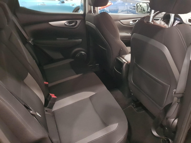 NISSAN QASHQAI  dCi 81 kW 110 CV NCONNECTA 5p. for sale in Malaga - Image 5