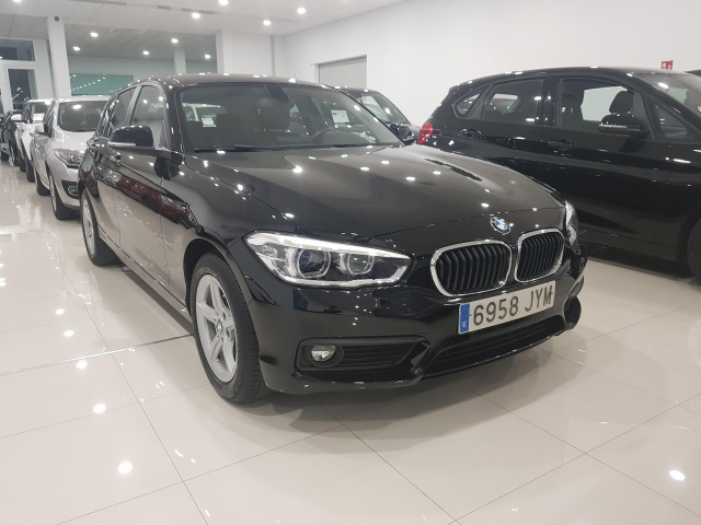 BMW SERIE 1  116d 5p. for sale in Malaga - Image 1