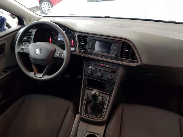 SEAT LEON León 1.2 TSI 110cv StSp Reference 5p. for sale in Malaga - Image 6