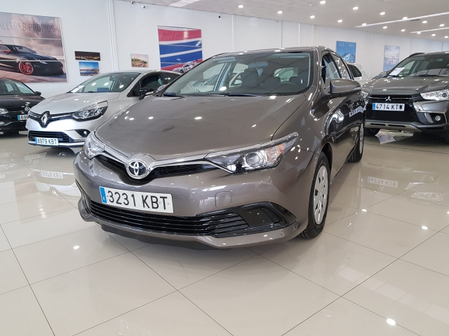 TOYOTA AURIS  1.4 90D Business 5p. used car in Malaga