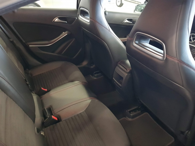 MERCEDES-BENZ CLASE A  A 200 CDI BlueEFFICIENCY AMG Sport 5p. for sale in Malaga - Image 5