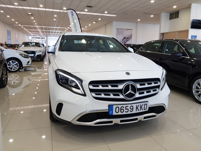 MERCEDES-BENZ GLA200D  7G DCT for sale in Malaga - Image 2