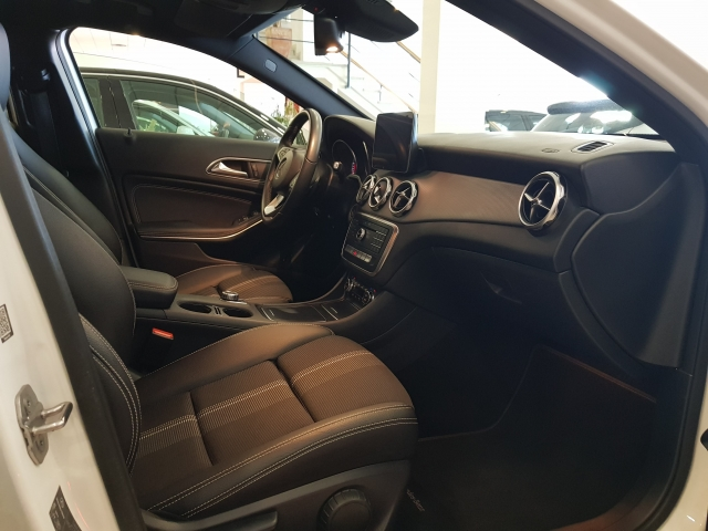 MERCEDES-BENZ GLA200D  7G DCT for sale in Malaga - Image 6