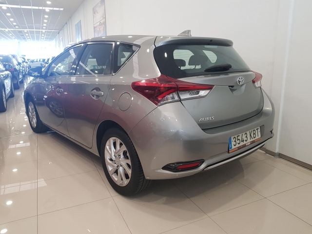 TOYOTA AURIS  1.2 120T Active 5p. for sale in Malaga - Image 3