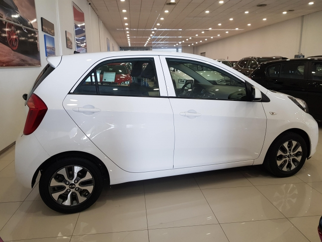KIA PICANTO  1.0 CVVT Tech 5p. for sale in Malaga - Image 4