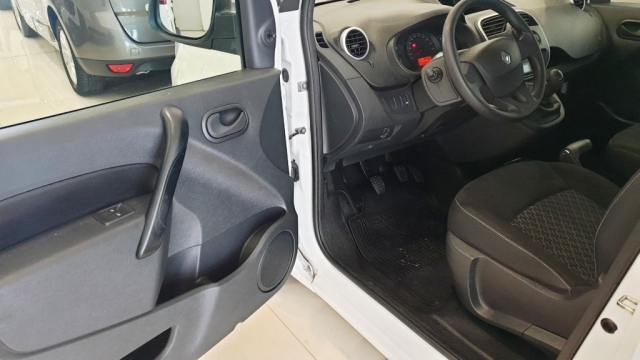 RENAULT KANGOO COMBI  Profesional 2011 dCi 75 E5 4p. for sale in Malaga - Image 2