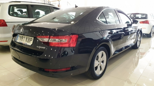 SKODA SUPERB  2.0 TDI 150cv Ambition 5p. for sale in Malaga - Image 10