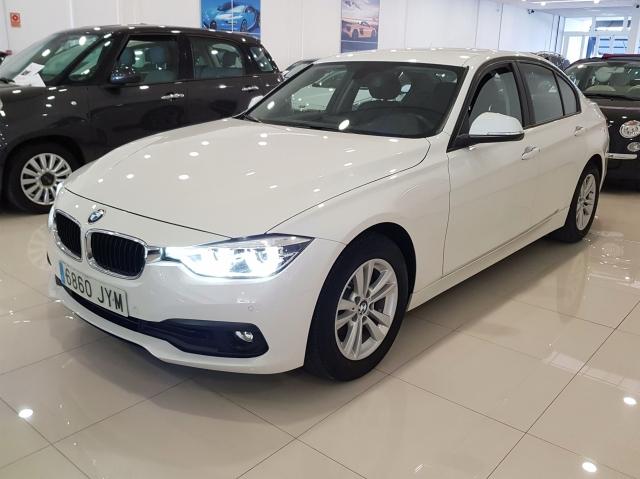 BMW SERIE 3  318dA Business 4p. for sale in Malaga - Image 2
