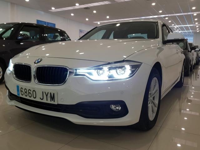 BMW SERIE 3  318dA Business 4p. for sale in Malaga - Image 3