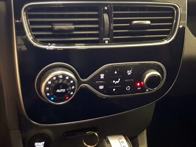 RENAULT CLIO  Zen Energy TCe 87kW 120CV EDC 5p. for sale in Malaga - Image 14
