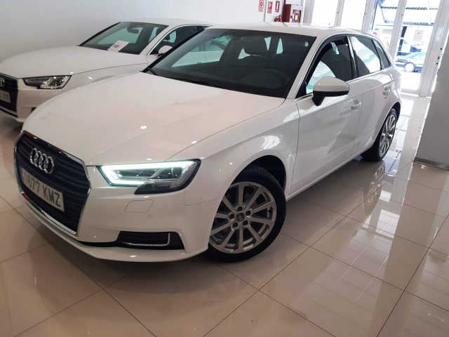 AUDI A3  design edition 1.6 TDI S tronic Sportb 5p. for sale in Malaga - Image 2