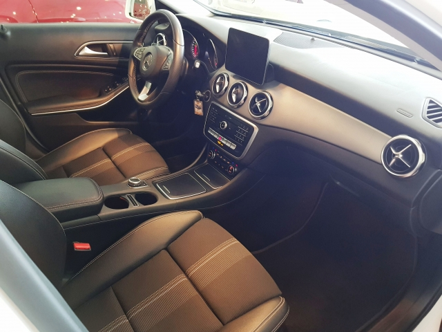 MERCEDES BENZ GLA200D  7G-DCT  for sale in Malaga - Image 8