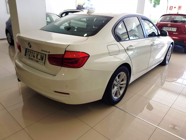 BMW SERIE 3  318d 4p. for sale in Malaga - Image 3