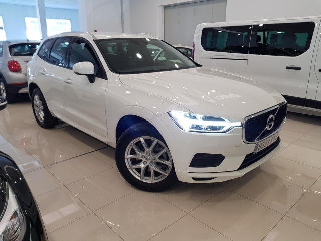 VOLVO XC60  2.0 D4 Momentum 5p. for sale in Malaga - Image 1
