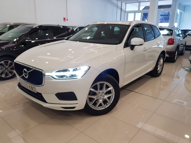 VOLVO XC60  2.0 D4 Momentum 5p. for sale in Malaga - Image 2