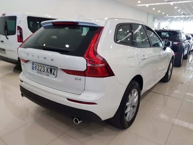 VOLVO XC60  2.0 D4 Momentum 5p. for sale in Malaga - Image 4