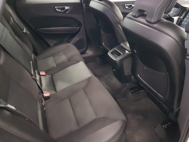 VOLVO XC60  2.0 D4 Momentum 5p. for sale in Malaga - Image 6