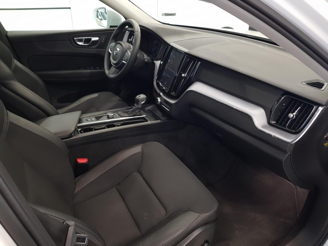 VOLVO XC60  2.0 D4 Momentum 5p. for sale in Malaga - Image 8
