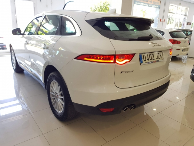 JAGUAR FPACE 2.0i4D Prestige Aut. AWD for sale in Malaga - Image 3