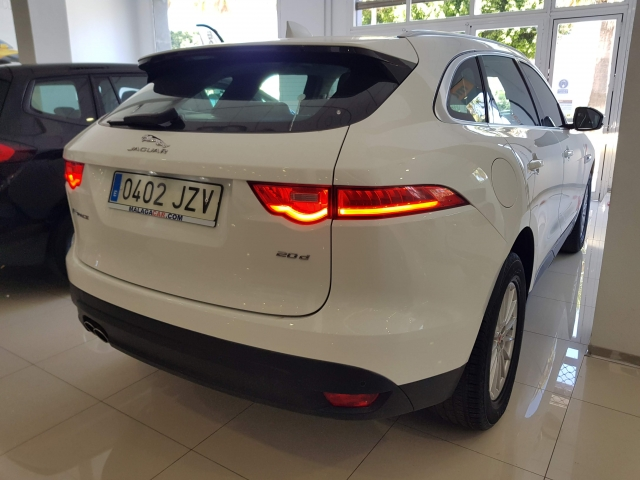 JAGUAR FPACE 2.0i4D Prestige Aut. AWD for sale in Malaga - Image 4