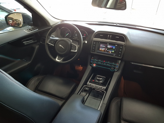 JAGUAR FPACE 2.0i4D Prestige Aut. AWD for sale in Malaga - Image 8