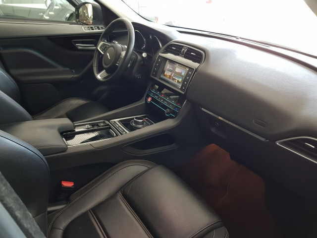 JAGUAR FPACE 2.0i4D Prestige Aut. AWD for sale in Malaga - Image 9