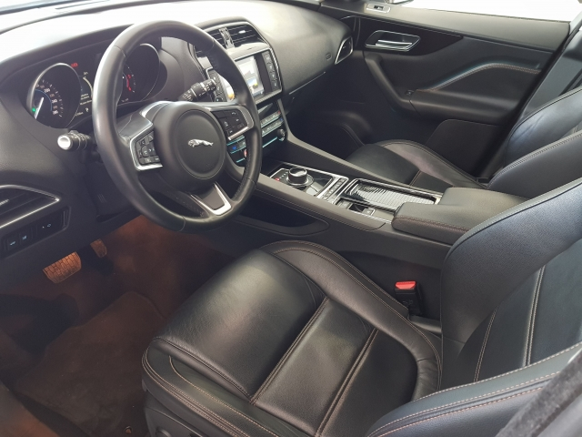 JAGUAR FPACE 2.0i4D Prestige Aut. AWD for sale in Malaga - Image 10