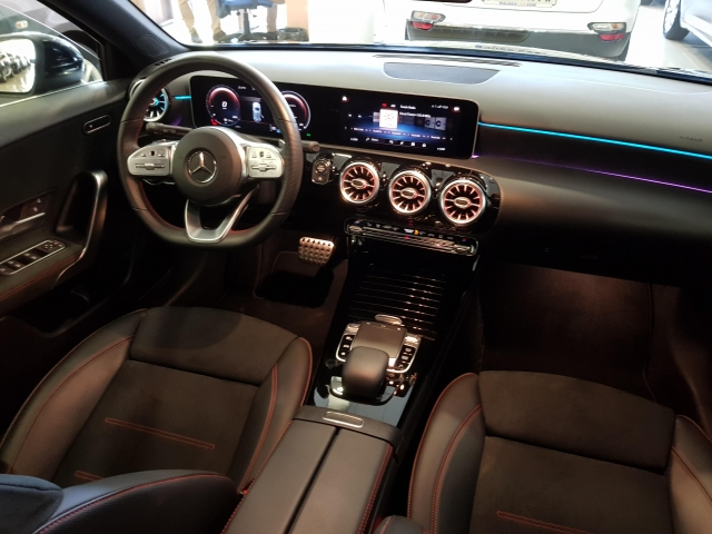 MERCEDES BENZ CLASE A A 200 d for sale in Malaga - Image 8