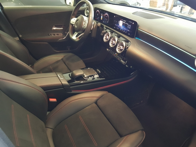 MERCEDES BENZ CLASE A A 200 d for sale in Malaga - Image 9